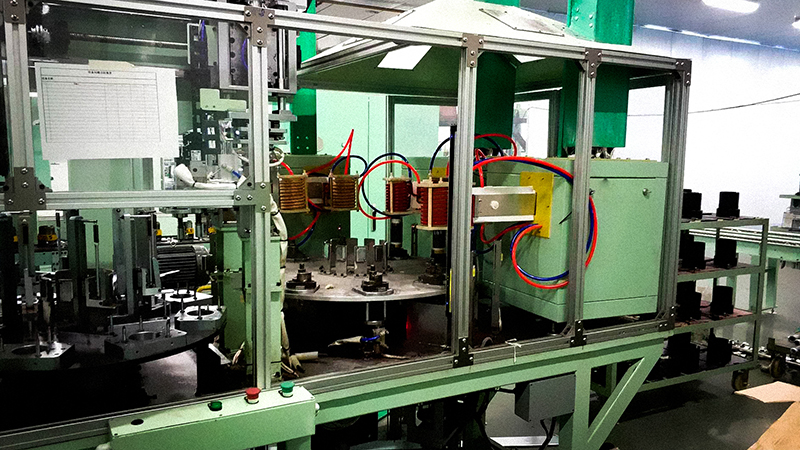 Heat assembly equipment for rotor shell of air conditioning compressor